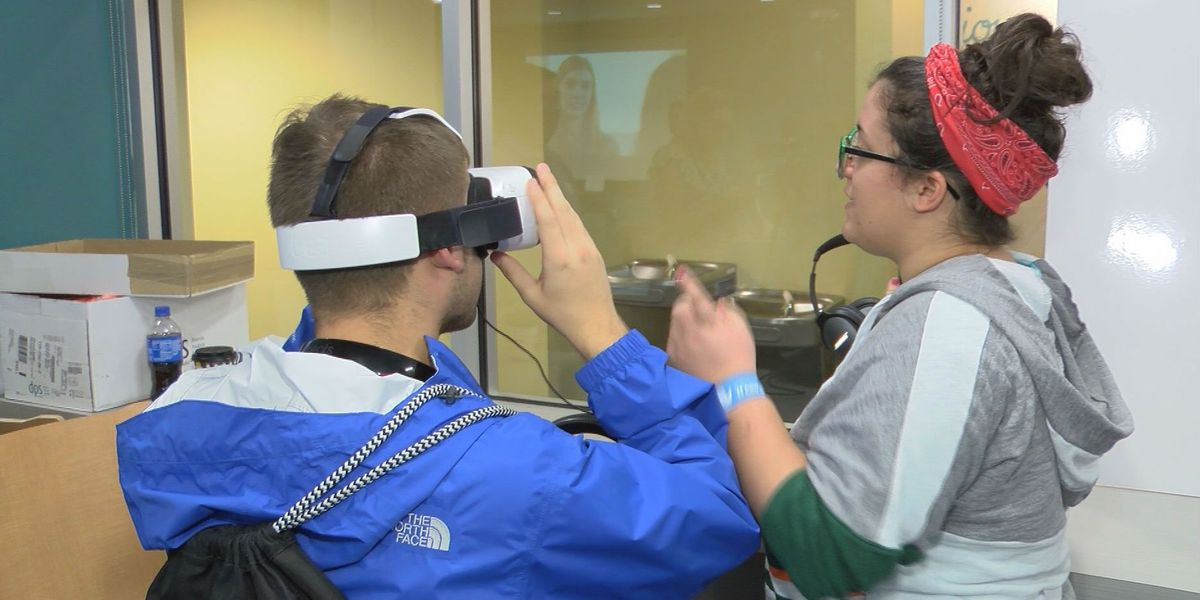 Virtual reality teaches students about distracted driving