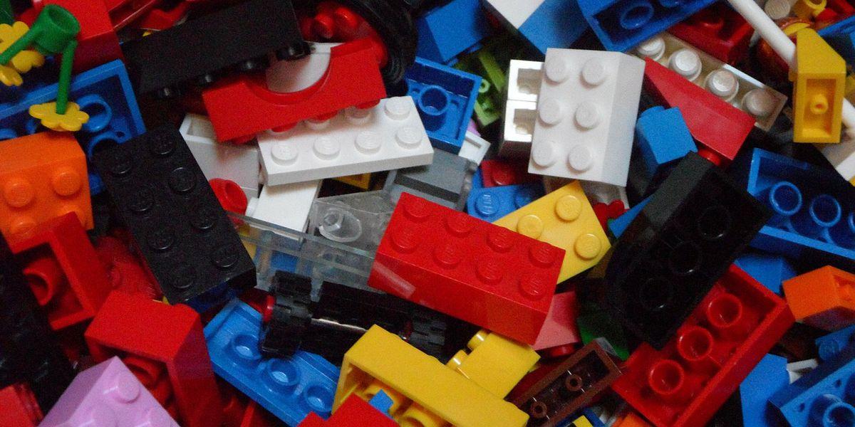 COMMUNITY CLASSROOM: Teacher hopes to stimulate critical thinking using Legos