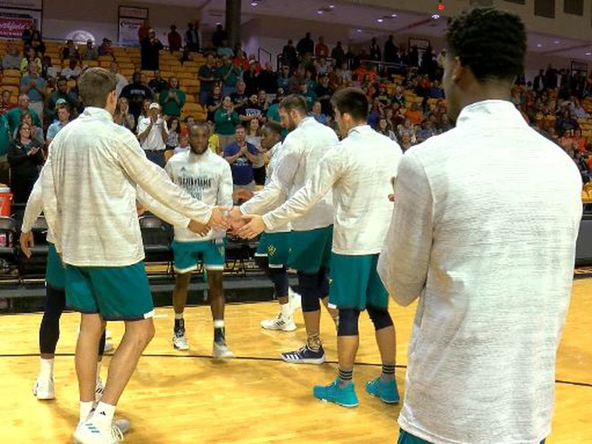 UNCW preps for Furman while taking final exams