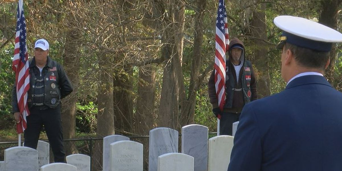 Veterans Day service held at Wilmington National Cemetery