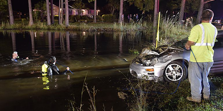 2 killed after car crashes into Columbus County pond