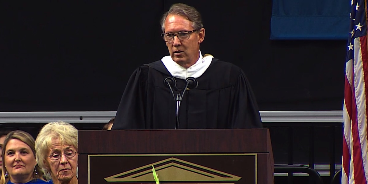 Speaker's unscripted comments at UNCW graduation sparks controversy