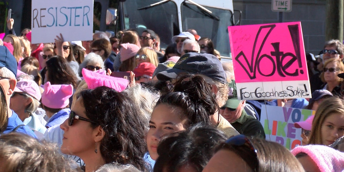 Women's march draws more than 2000 in Downtown Wilmington
