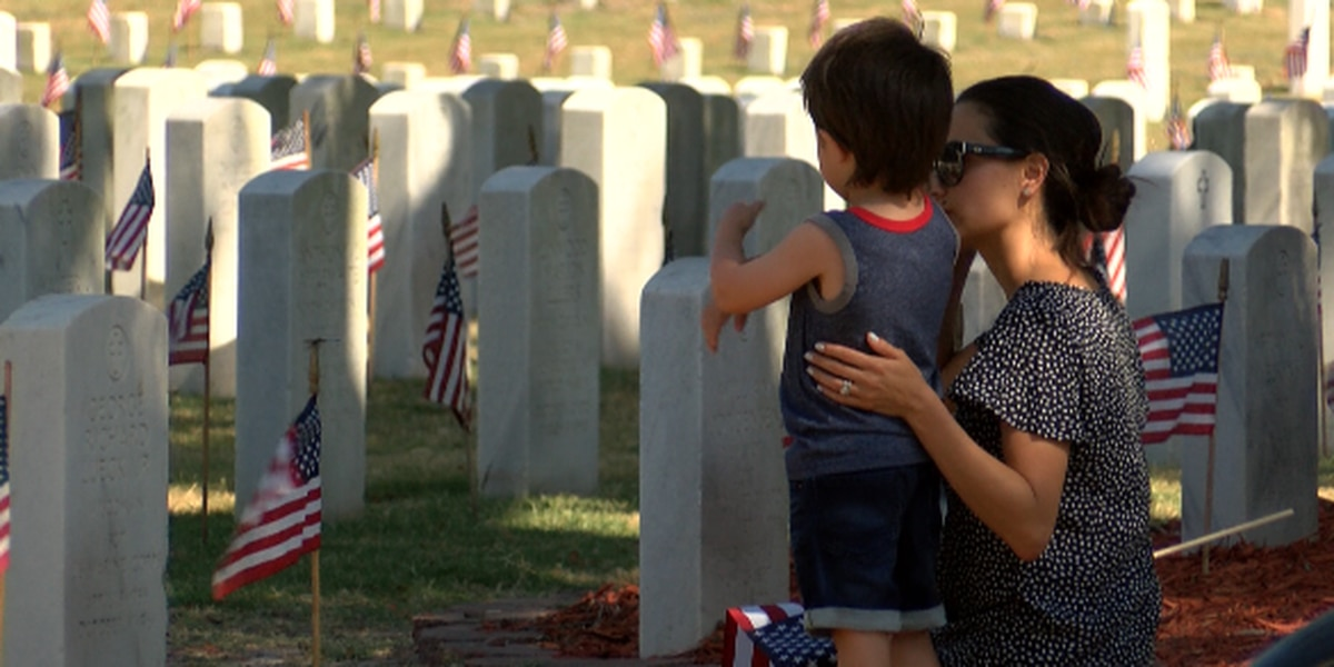 Memorial Day ceremony honors fallen heroes at Wilmington National Cemetery