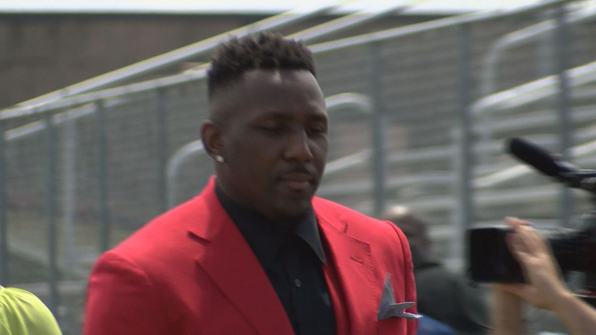 Two juveniles charged in break-in at home of former Panther Thomas Davis