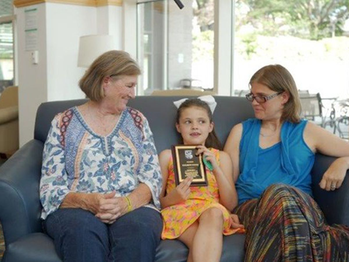 7-year-old who saved her mother's life presented award