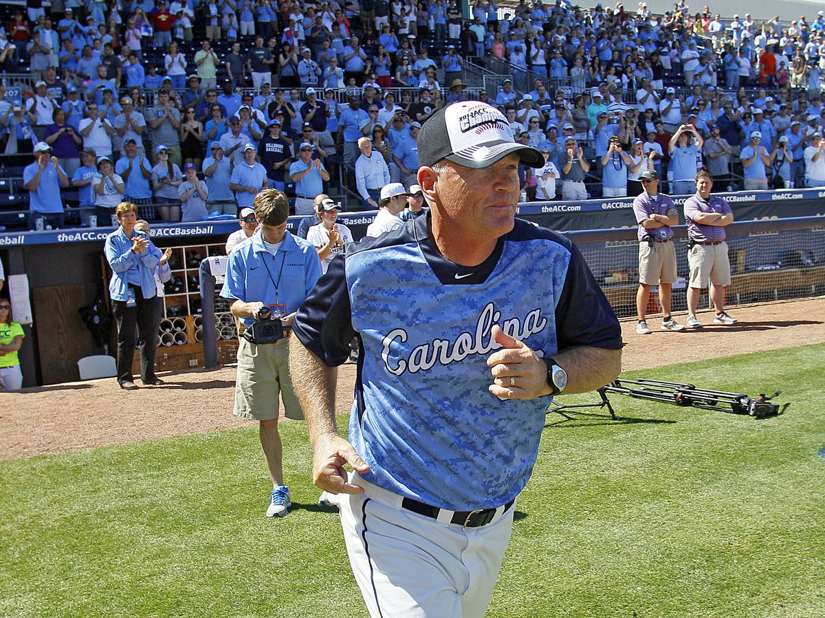 Fox retires as Tar Heels baseball coach; Forbes takes over