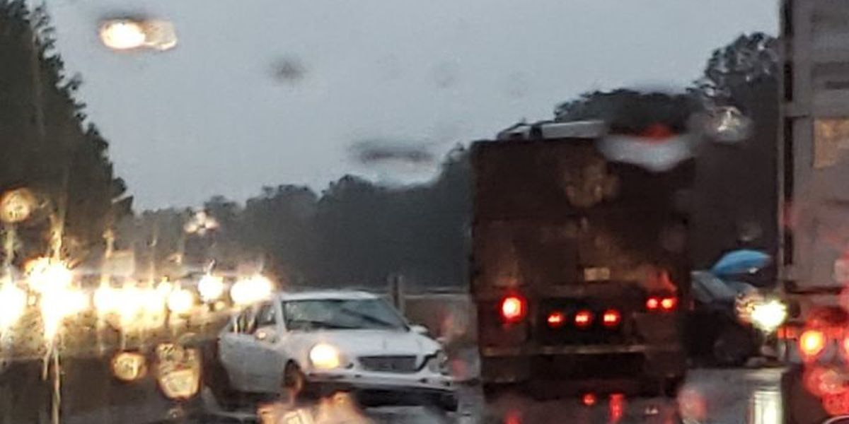 Crash closes lanes on I-40 in New Hanover County