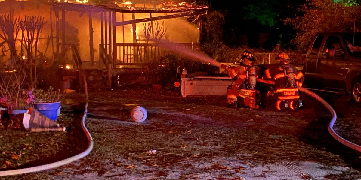 Dog alerts family to early morning mobile home fire