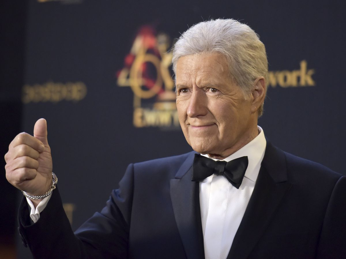 'Jeopardy!' host Trebek says he's resumed chemotherapy