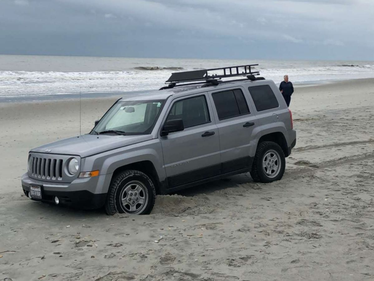 Jeep Watch 2.0? Vehicle stranded Sunday on Myrtle Beach shore