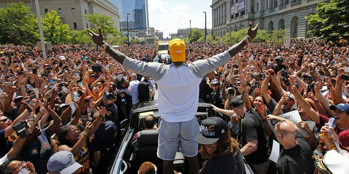 Photo alleging large crowd at Texas Trump rally is actually from Cavs championship parade