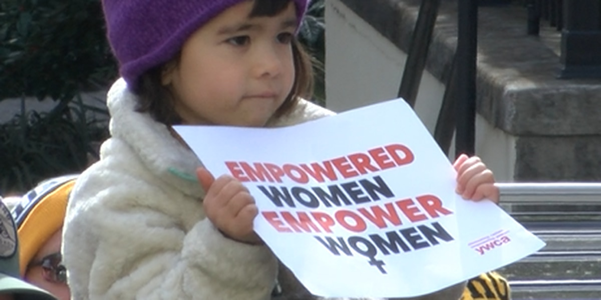 Women's rights rally brings hundreds to downtown Wilmington