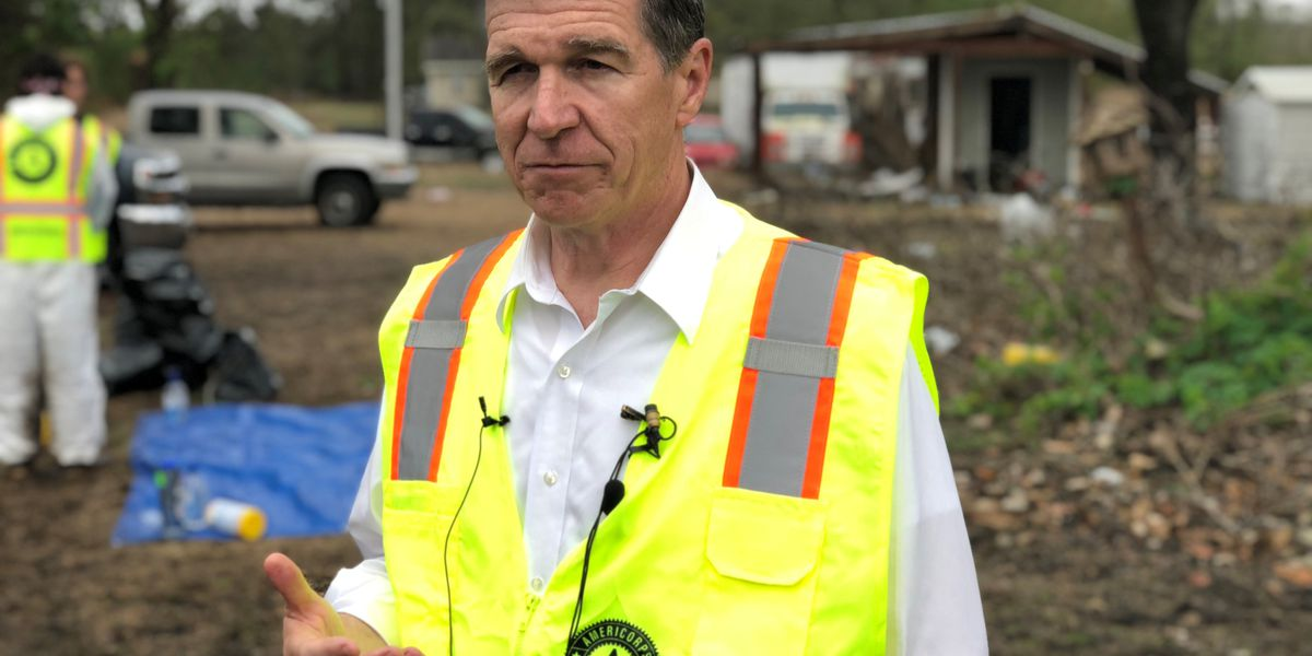 Governor thanks volunteers during visit to Pender County