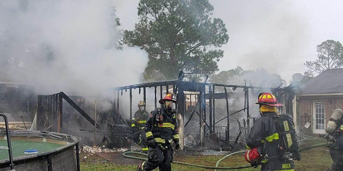 Wilmington Fire Department responds to garage fire