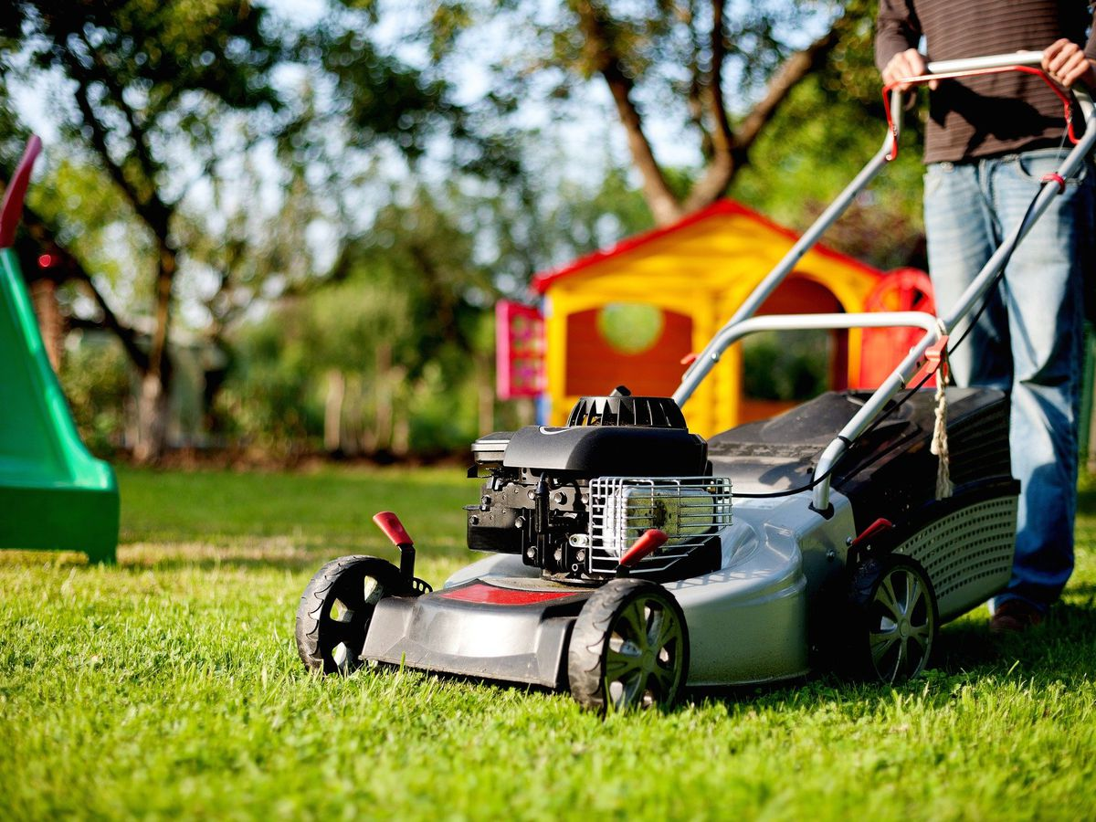 How high to mow your lawn for the final cut in the fall