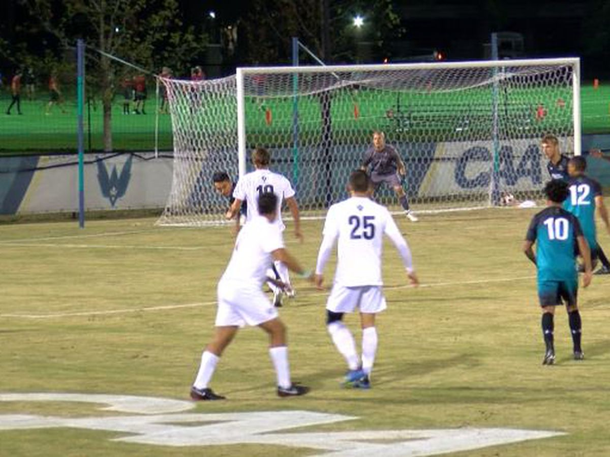UNCW men's soccer falls to Coastal Carolina in overtime