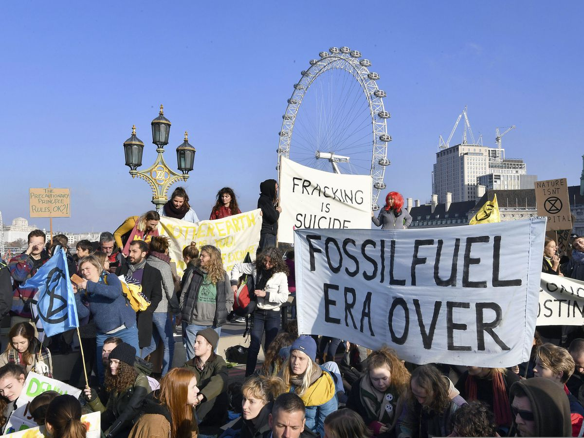 Climate change protesters block off 5 London bridges