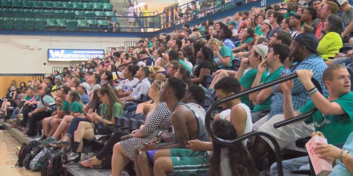 UNCW community held a watch party for the first round of the tournament