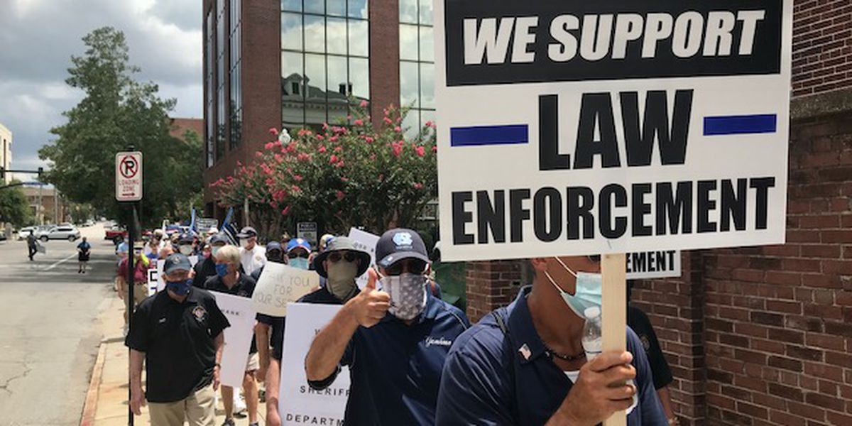 Hundreds participate in March for Blue in Wilmington