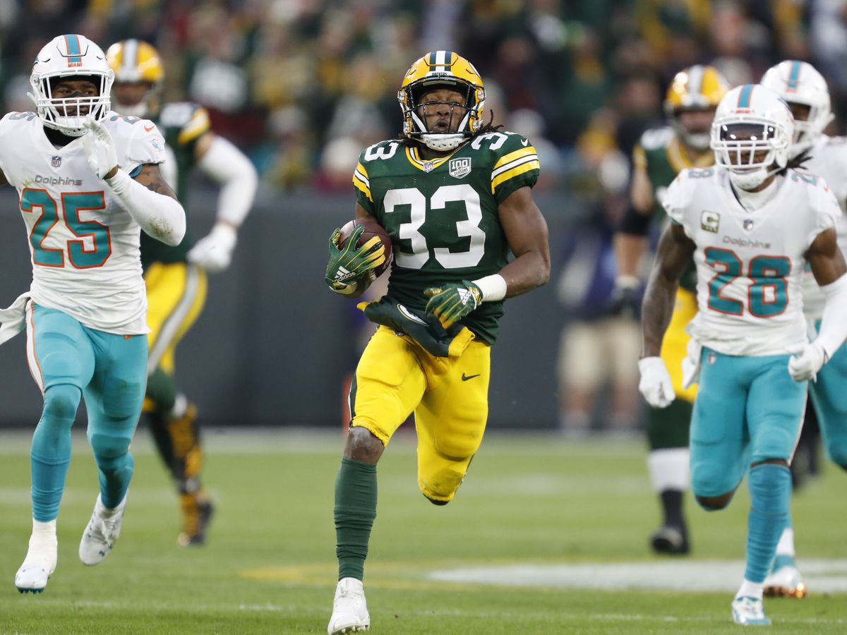 Jones helps Packers run away for 31-12 win over Dolphins