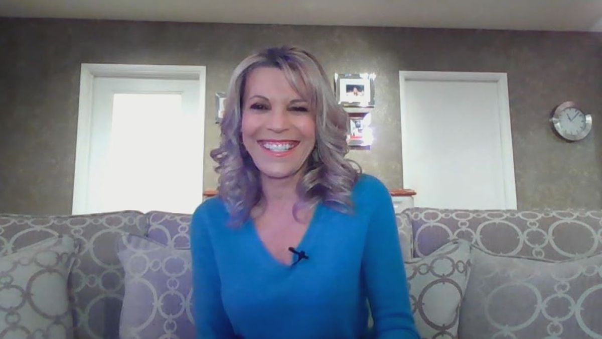 """Vanna White: Famous? Yes! But still just a down home southern girl at heart (""""1on1 with Jon Evans"""" podcast)"""