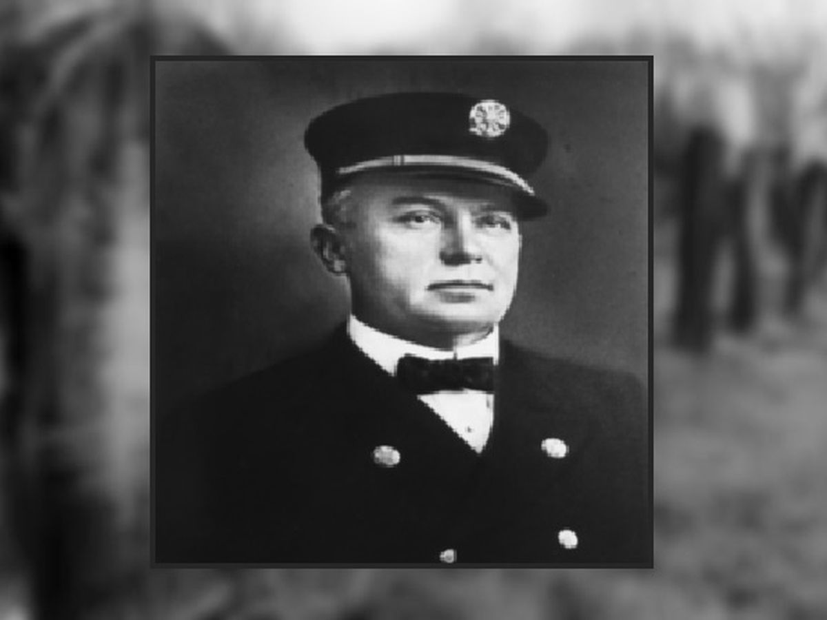 Remembrance flags placed at grave of Wilmington Fire Chief who died in line of duty