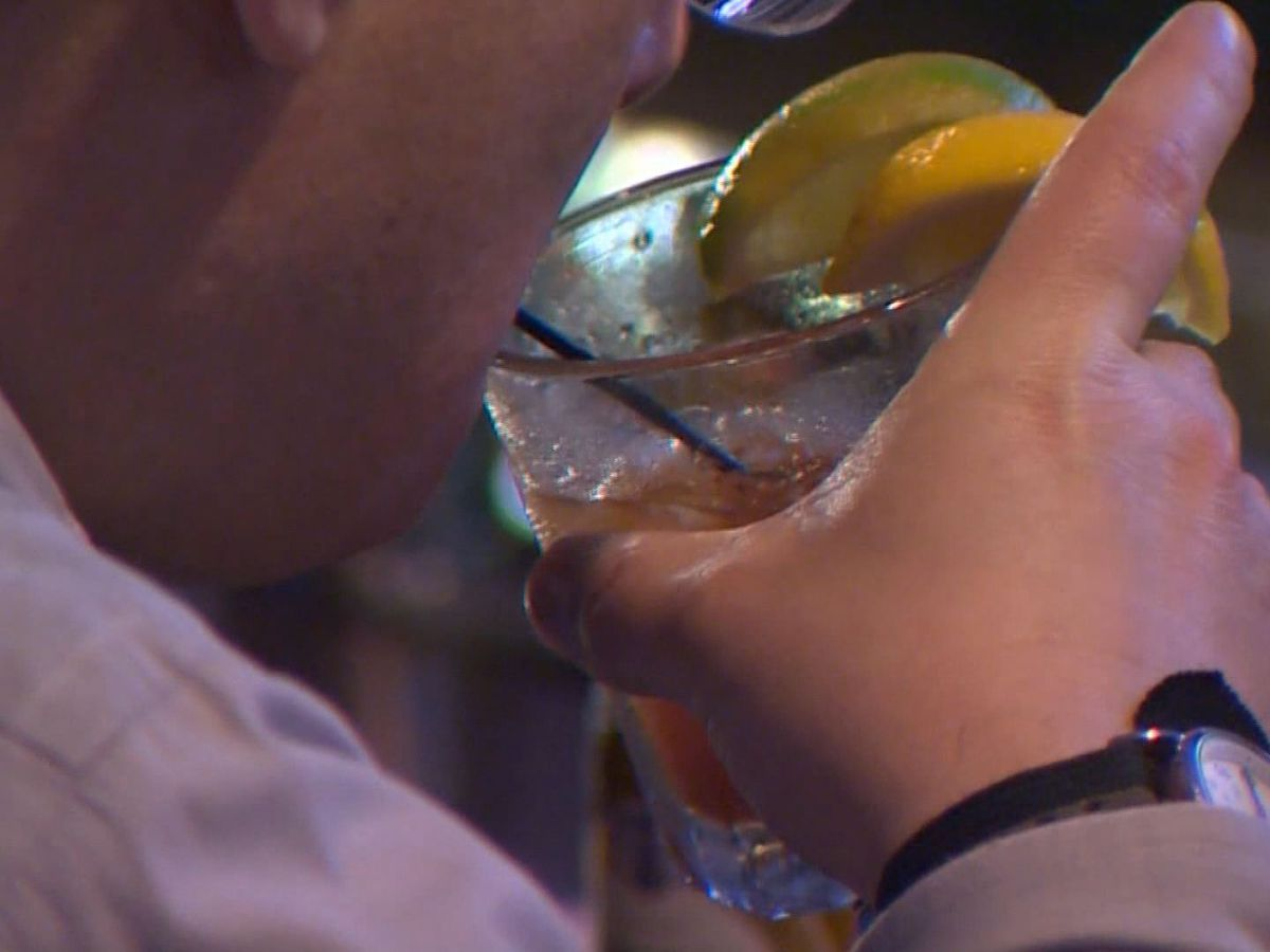 Gov. McMaster issues executive order prohibiting bars from selling alcohol past 11 p.m.