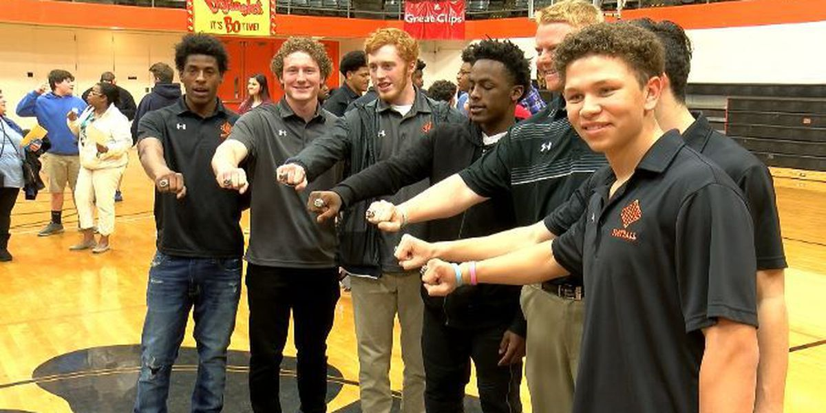 New Hanover football players get championship rings
