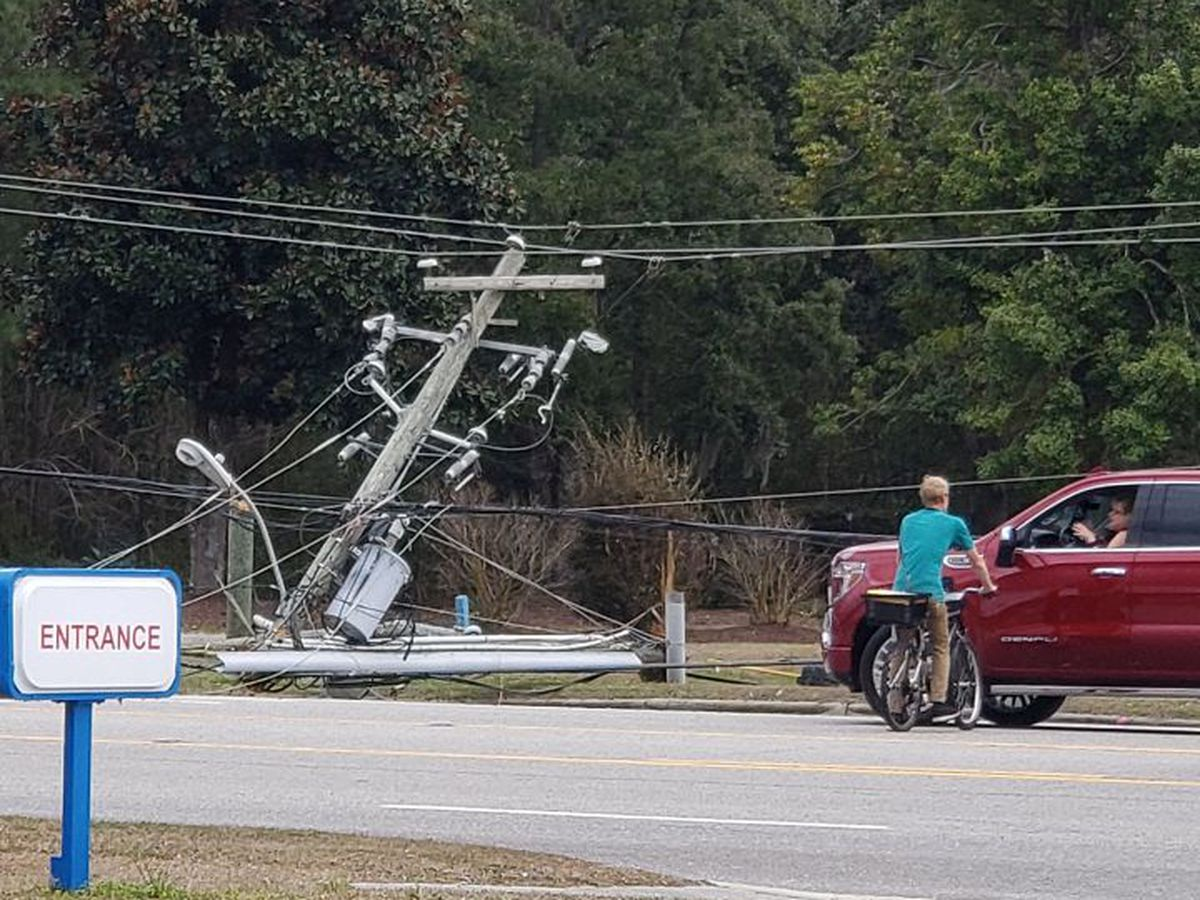 U.S. 17 reopens after garbage truck damages power lines near Hampstead