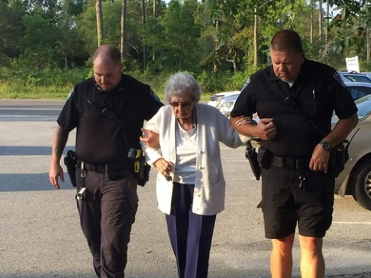 Sunset Beach officers replace elderly woman's stolen walker
