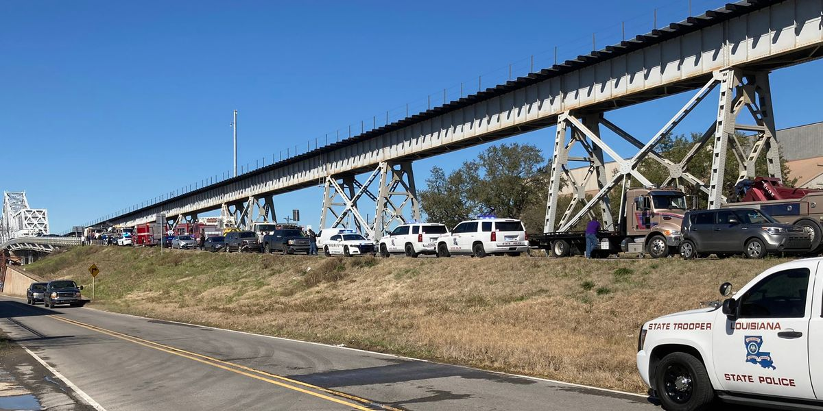 Teenage girl dies in 16-vehicle crash on old Miss. River Bridge, police say