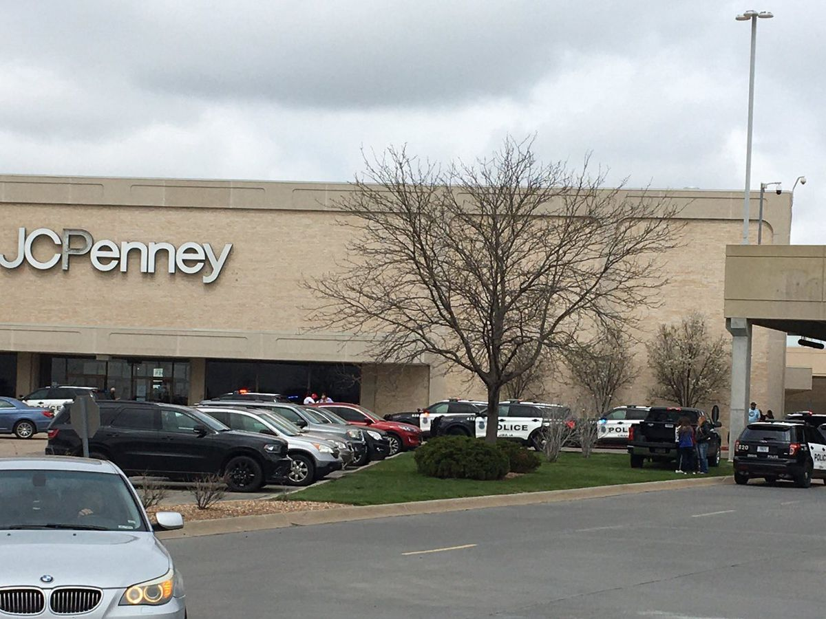 1 dead after Westroads Mall shooting; Omaha Police still looking for suspects