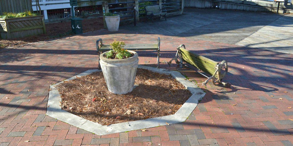 Man accused of driving onto Wilmington's downtown Riverwalk