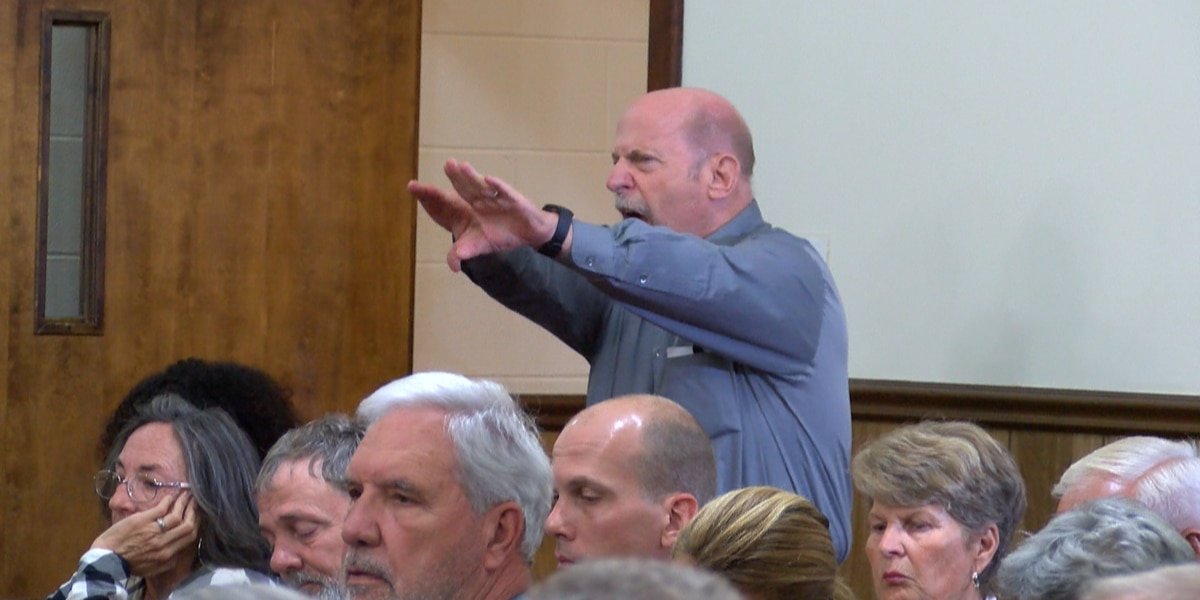 'You're going to destroy it': Sand mine proposal stirs outrage from neighbors worried about water, noise, wildlife