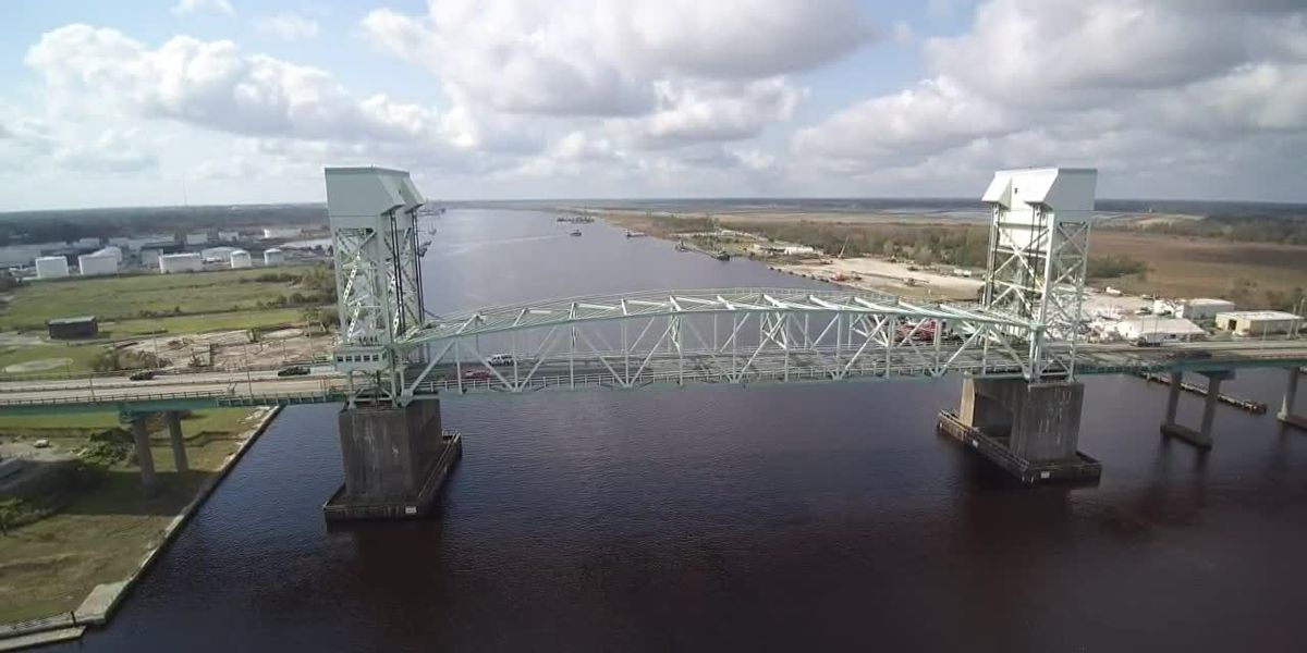 SKY TRACKER: A look over the Cape Fear Memorial Bridge