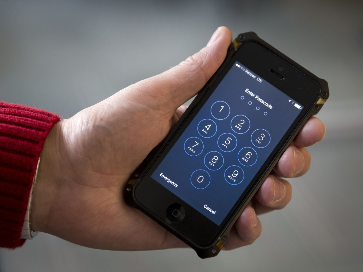 Customs officers searching more travelers' devices