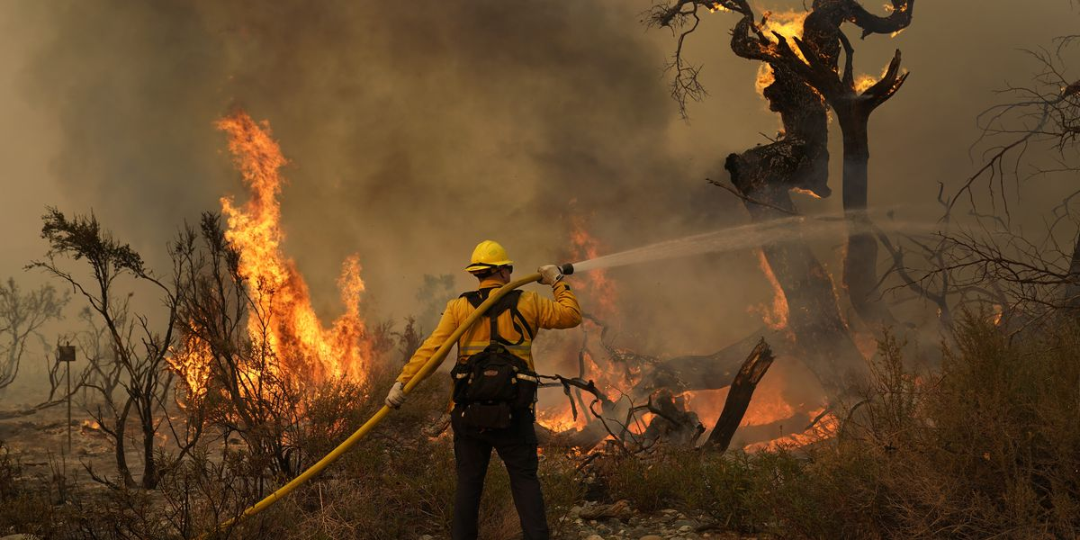 Desert homes threatened by enormous California wildfire