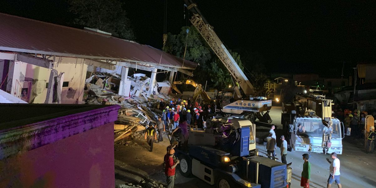Philippine quake knocks over building, at least 2 dead