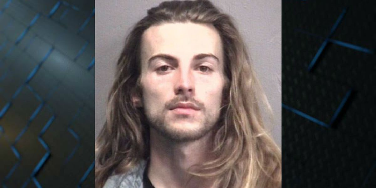 WPD: Man upset at wait time for food storms out of restaurant, threatens employee with knife