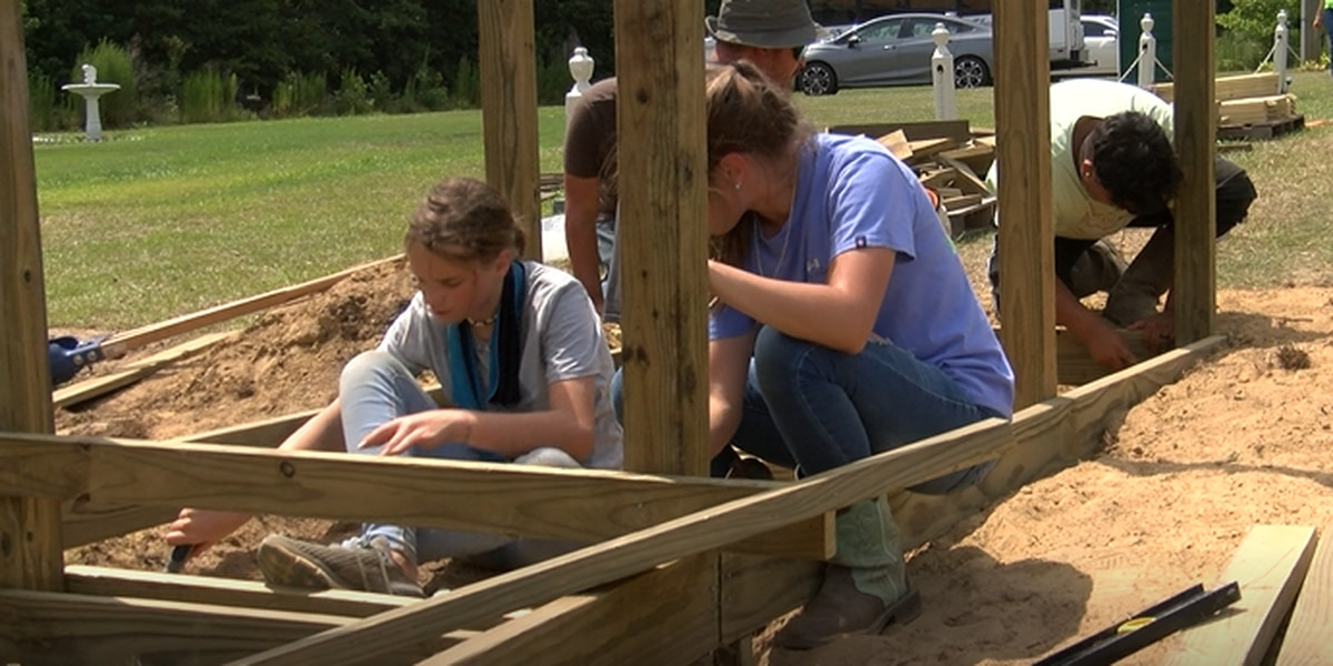 Student volunteers pay out of pocket to help repair hurricane-damaged homes