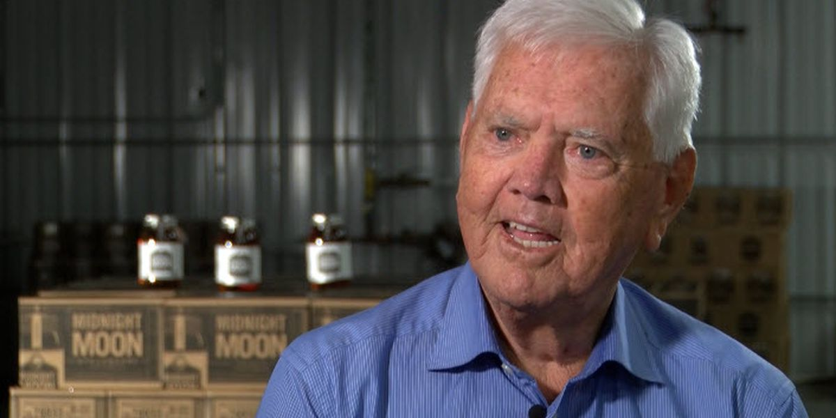 Junior Johnson, NASCAR legend, dead at 88