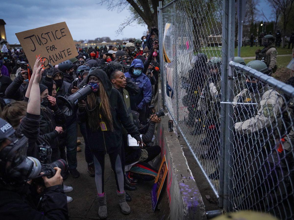 Minnesota mayor blasts police tactics to control protesters
