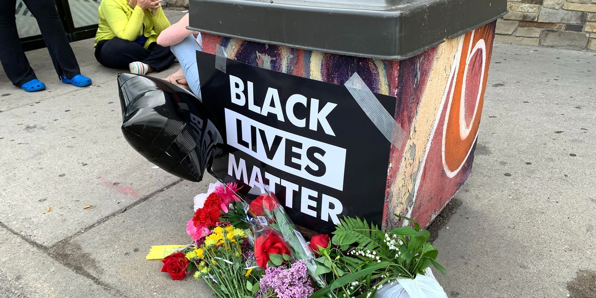 Video shows Minneapolis officer kneeling on neck of black man who died
