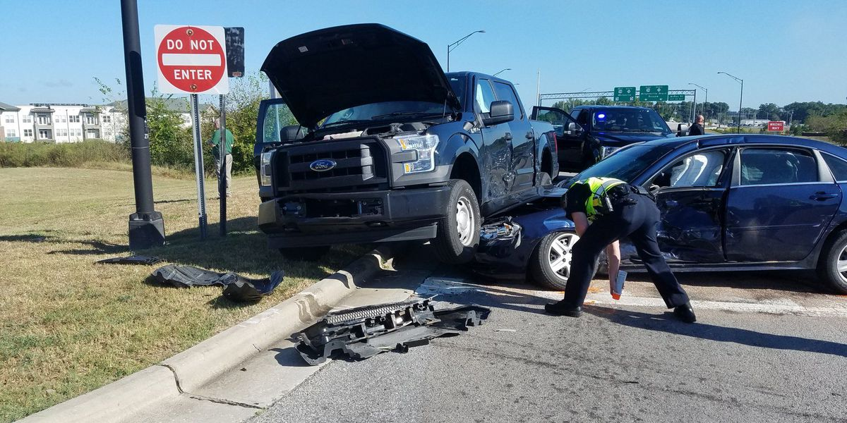 Two Wilmington police officers injured in downtown crash