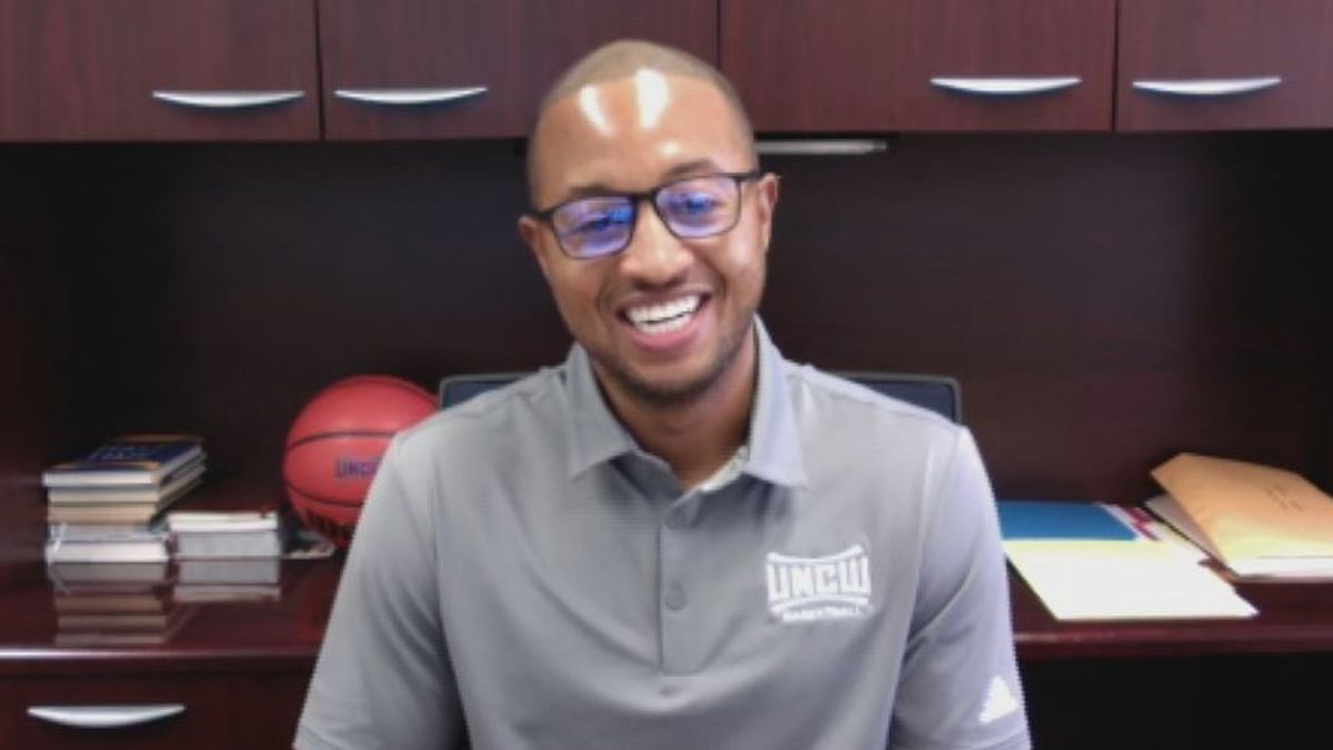 """Takayo Siddle: UNCW's Head Coach reflects on the unanswered calls he made to his Mom (""""1on1 with Jon Evans"""" podcast)"""