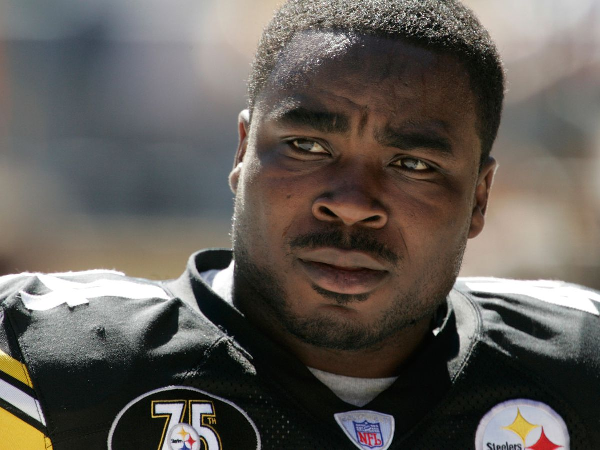 NFL families seek to end 'race-norming' in $1B brain injuries settlement