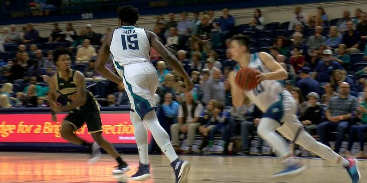 UNCW men's basketball gearing up for battle at Charleston