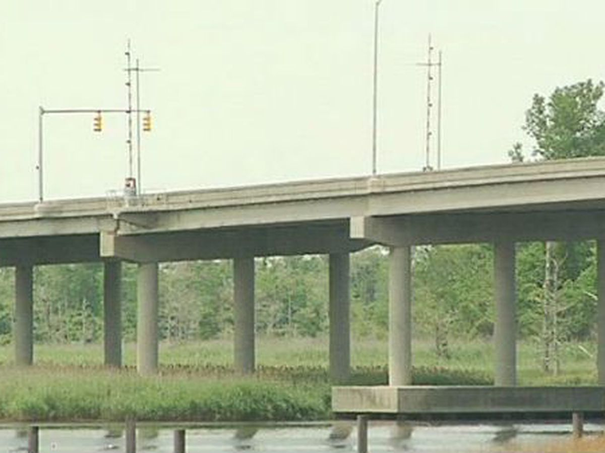 TRAFFIC ALERT: Cape Fear Memorial, Isabel Holmes bridges set to open for barge this evening
