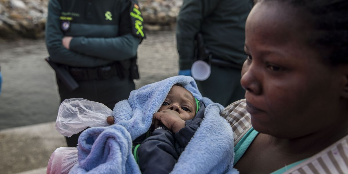 Boat with 300 migrants arrives in Spain after week at sea